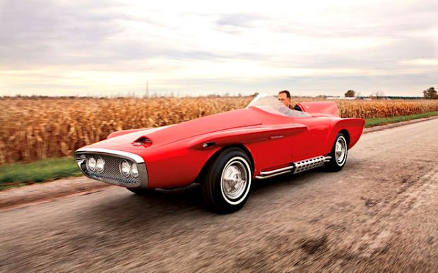 1960-Plymouth-XNR-Concept-Car-front-three-quarters-in-motion