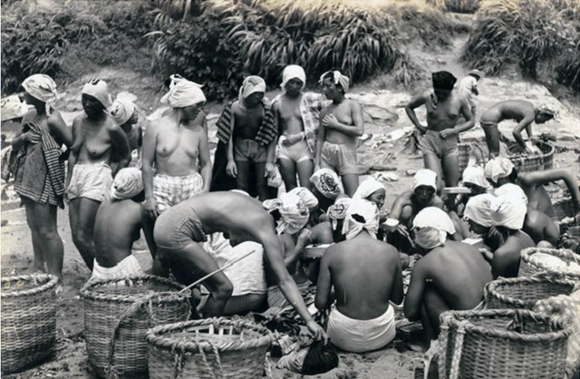 Pearl divers of Japan, 1950s (10).jpg