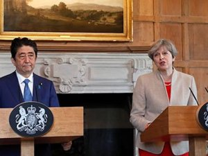 Britain's Prime Minister Theresa May and Prime Minister Shinzo Abe of Japan hold a joint news conference at Chequers, near Wendover, Britain April 28, 2017. REUTERS/Kirsty Wigglesworth/Pool