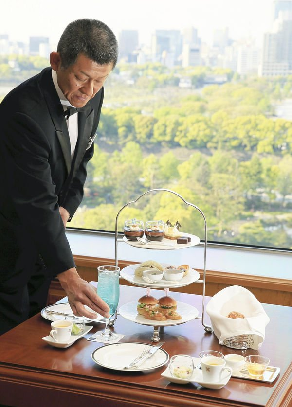 Afternoon tea with Hawaiian flavors is currently offered at The Imperial Lounge Aqua at the Imperial Hotel. Atsushi Taketazu / The Yomiuri Shimbun