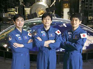 The Yomiuri Shimbun From left, astronauts Kimiya Yui, Norishige Kanai and Takuya Onishi pose at the Space Dome of the JAXA Tsukuba Space Center in Tsukuba, Ibaraki Prefecture, on April 18.