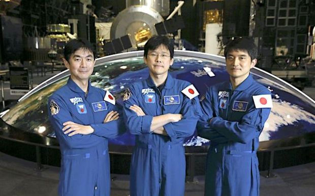The Yomiuri Shimbun From left, astronauts Kimiya Yui, Norishige Kanai and Takuya Onishi pose at the Space Dome of the JAXA Tsukuba Space Center in Tsukuba, Ibaraki Prefecture, on April 18.