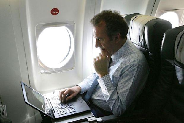 laptop-flights-afp