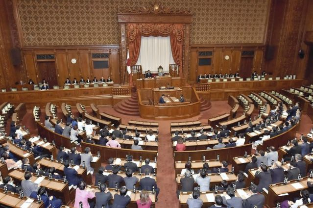 The Yomiuri Shimbun The House of Councillors approves the bill by a majority vote on Thursday.