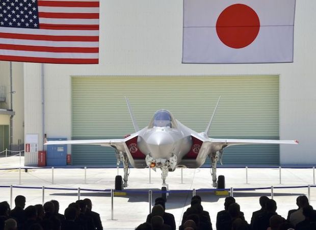 The first F-35A stealth fighter manufactured in Japan is seen at a Mitsubishi Heavy Industries Ltd. factory in Toyoyama, Aichi Prefecture, on June 5. Yomiuri Shimbun file photo