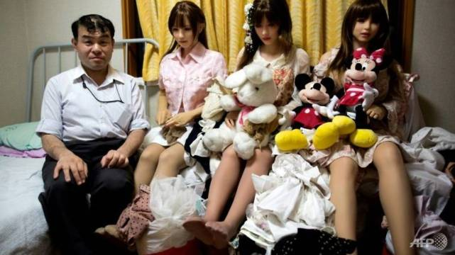 Physiotherapist Masayuki Ozaki, who takes his dolls on dates in a wheelchair and dresses them in wigs, sexy clothes and jewelry. (Photo: AFP)