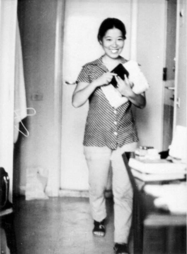 Fusako Shigenobu poses for a photo at her home in Beirut in 1981. | HANASHI NO TOKUSHU / VIA KYODO