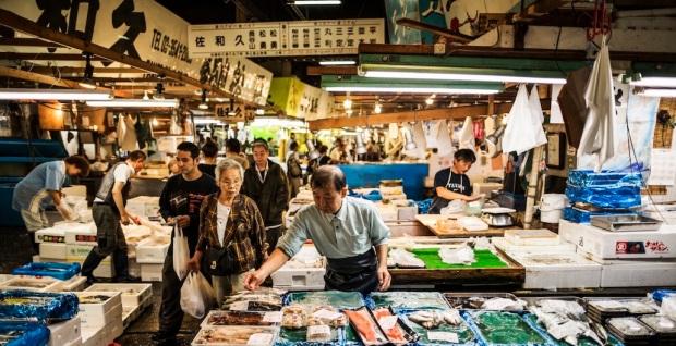 Tsukiji-Fish-market-in-Tokyo-Japan.jpg