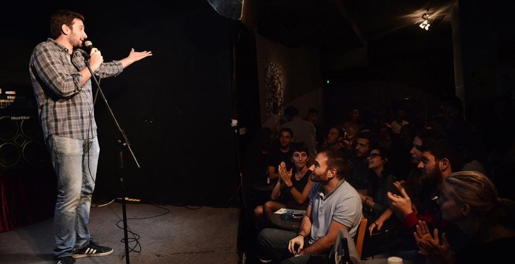 Πόνος και γέλιο: Greece Finds Stand-Up Comedy Amid Economic Tragedy