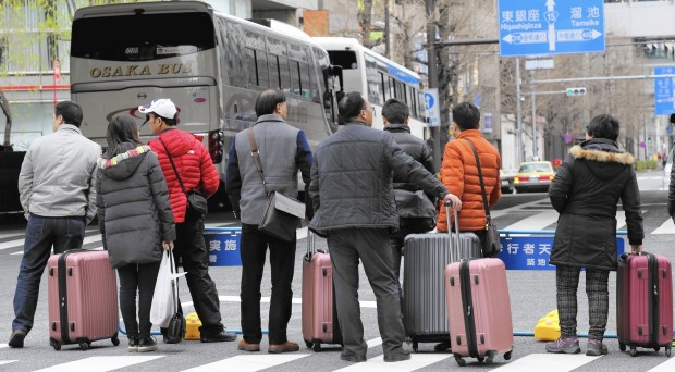 la-fg-japan-china-tourists-20160321.jpg