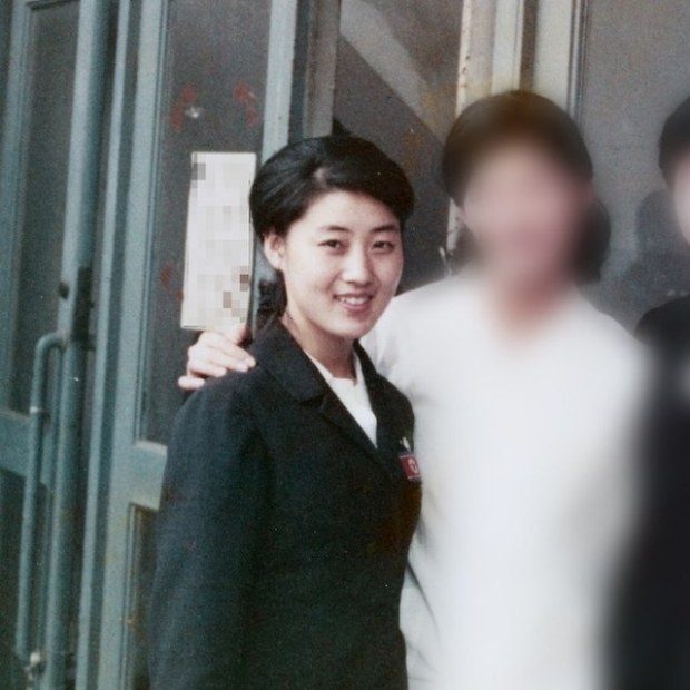 Ko Yong Hui, left, is seen in this photo taken when she was in Japan in 1973. (Photo courtesy of the source, image partially modified)