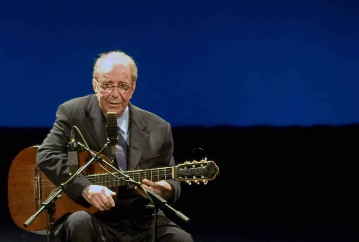 Brazilians Mourn Death of Bossa Nova Pioneer João Gilberto, 88